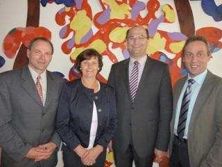Landesvorsitzender Hans Koller mit seiner Vorstandskollegin Christine Wutz und Geschäftsführer Thomas Mirsch beim Gespräch mit Albert Füracker, der ihm zur Landtagskandidatur gratulierte