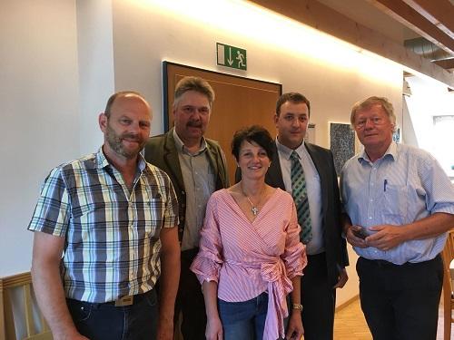 v. li.: Frisch gewählter Vorstand des vlf Oberfranken: Roland Reh (Kassier), Martin Faber (2. Vors.), Dagmar Hartleb (Frauenvors.), Mario Güldner (1. Vors.) und Dr. Heidrich (Geschäftsführer)