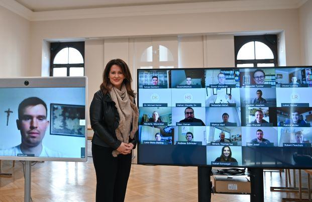 Michaela Kaniber beglückwünscht online die besten Absolventinnen/Absolventen Foto: Pia Regnet/StMELF