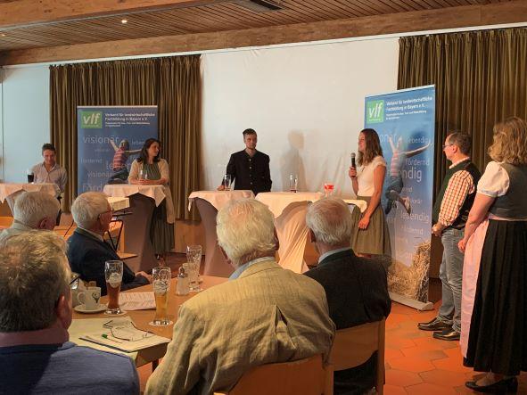 Podiumsdiskussion mit: v.l. Martin Leitner, Caroline Brielmair, Stefan Froschmeir, Anne Niedermaier und Manfred Aue