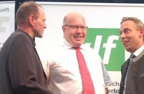 vlf-Landesvorsitzender Hans Koller und Geschäftsführer Thomas Mirsch im Gespräch mit Peter Altmaier